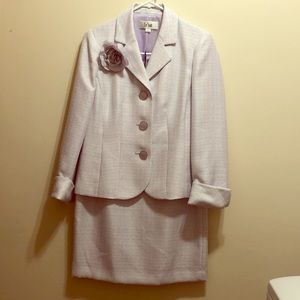 NWT Le Suit skirt suit